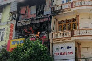 Cửa hàng kinh doanh gas và bếp gas ở Thanh Hóa bốc cháy giữa trưa nắng