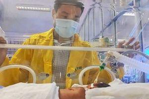 Tình hình sức khỏe bé Bình An - con người mẹ từ chối điều trị ung thư ra sao?