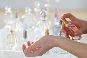 Những vị trí xịt nước hoa trên cơ thể giữ mùi được lâu nhất
