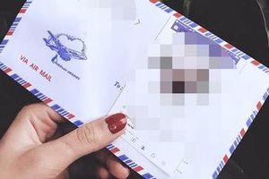 Vô tình phát hiện tập thư tình từ người yêu cũ của chồng