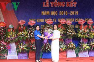 Khen thưởng học sinh giành giải Nhất cuộc thi viết thư UPU lần thứ 48