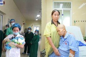 Bác sĩ viết 'tâm thư' sau chuyện người mẹ ung thư quyết tâm sinh con