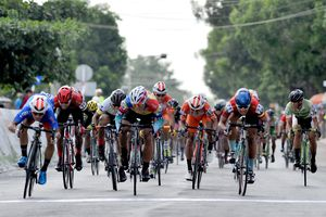 Giải xe đạp Về Nông Thôn: Nguyễn Văn Bình đánh bại Duy Nhân gia tăng điểm áo xanh