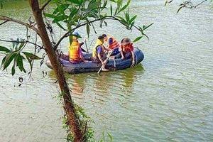 Lật thuyền tại hồ Hố Cóc, 2 bố con đuối nước tử vong