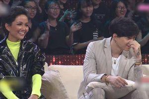 Trấn Thành 'ghen tị' khi thấy Hương Giang 'kề vai tựa má' xà vào lòng trai đẹp trên sóng truyền hình