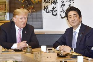 Sau nhiều lễ nghi, TT Trump và ông Abe bàn về thương mại, Triều Tiên