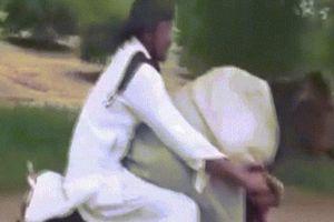 Clip: Thanh niên chở bò trên xe máy cực ngầu xôn xao dân mạng