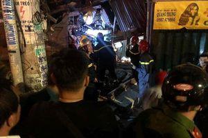 Xe ben lao vào nhà dân trong đêm, ít nhất 2 người bị thương nặng