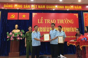 Cục Hải Quan TPHCM nhận khen thưởng thành tích chống tội phạm ma túy
