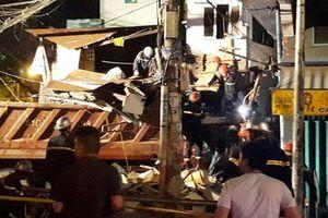 2 xe tải lao vào nhà dân trong đêm, nhiều người bị thương