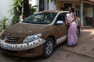 Ngã ngửa lý do dân Ấn Độ dùng phân bò đắp lên ôtô
