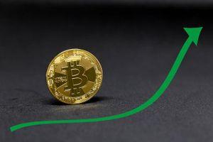 Bitcoin tăng giá gần 10% trong hơn 1 giờ