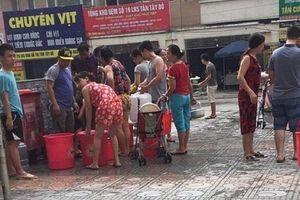 Cư dân KĐT Tân Tây Đô phải đi tắm nhờ vì mất nước sạch mấy ngày qua