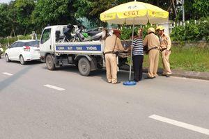 Hà Nội: Hàng loạt lái xe bị CSGT kiểm tra ngay khi vừa rời khỏi quán nhậu