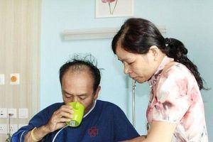 Nhập viện cấp cứu vì tự mua thuốc giảm đau uống