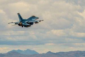 Cận cảnh F-16 của Mỹ 'ngụy trang' thành Su-57 của Nga lần đầu cất cánh