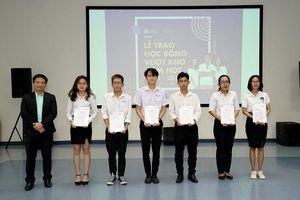 Đại học Hoa Sen trao học bổng Vượt khó gần 900 triệu đồng cho 48 sinh viên