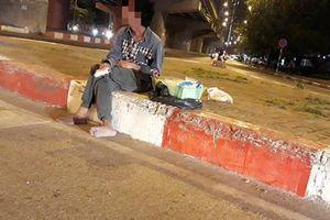 Hà Nội: 'Chăn dắt' người khuyết tật bán hàng rong để trục lợi, gã đàn ông bị xử phạt