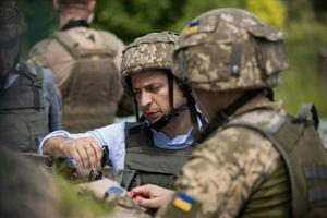 Tân Tổng thống Ukraine thị sát vùng chiến sự ở miền đông