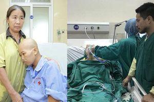 Người mẹ ung thư nhường sự sống cho con vẫn đang hôn mê