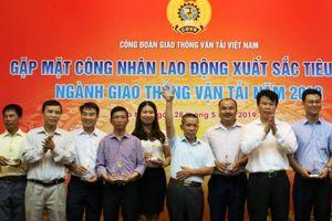 105 công nhân lao động xuất sắc nhận Kỷ niệm chương của Công đoàn GTVT VN