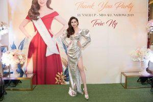 Á hậu Trúc Ny diện váy xẻ tà, đội vương miện đọ sắc bất bại với Hoa hậu Huỳnh Vy
