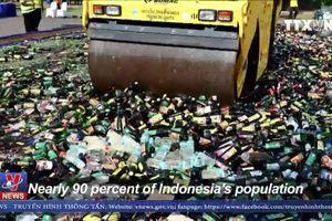 Indonesia tiêu hủy 18.000 chai rượu tháng Ramadan