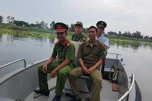 Nhọc nhằn rượt bắt buôn lậu trên dòng sông biên giới