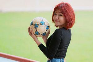 Yến Xuân cùng Việt kiều trẻ cổ vũ Văn Lâm trước thềm King's Cup