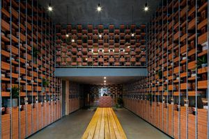 Cửa hàng nước mắm Việt lên tạp chí kiến trúc Mỹ nhờ thiết kế 'gạch thép'
