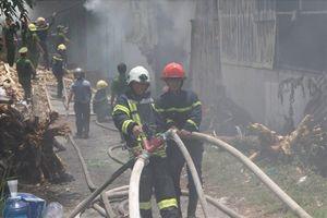 Đà Nẵng: Cháy dữ dội ở xưởng sản xuất hương