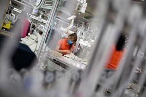 Bloomberg: Nền kinh tế Việt Nam có thể sớm vượt Singapore