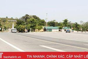 Có đường tránh, xe cộ vẫn tấp nập qua khu mộ 10 nữ TNXP Ngã ba Đồng Lộc
