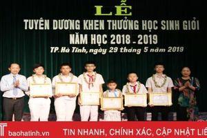 TP Hà Tĩnh khen thưởng 113 tập thể, cá nhân học sinh, giáo viên xuất sắc