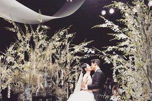 Đám cưới Choo Ja Hyun - Vu Hiểu Quang: Hwang Chi Yeol hát nhạc hit của Châu Kiệt Luân, Baek Ji Young khiến cô dâu bật khóc
