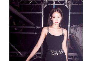 Hết váy áo xuyên thấu Jennie (BlackPink) chuyển qua mặc trang phục bó sát để khoe body huyền thoại không phần trăm mỡ thừa