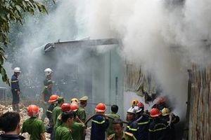 Cháy xưởng sản xuất hương ở Đà Nẵng, điều hàng chục xe chuyên dụng chữa cháy