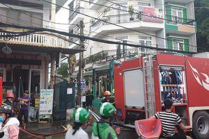 Nhà 3 tầng ở Sài Gòn bốc cháy dữ dội, nhiều người ôm tài sản bỏ chạy tán loạn