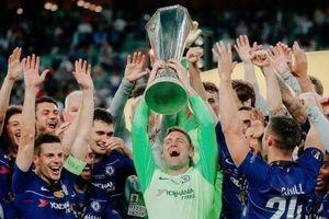Không thi đấu cả mùa, thủ môn vẫn ra nâng cúp cùng Chelsea