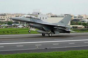 Tiêm kích Đài Loan đáp xuống cao tốc trong tập trận chống TQ