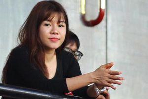 Bạn gái Văn Lâm đọ sắc cùng dàn CĐV xinh đẹp trên khán đài