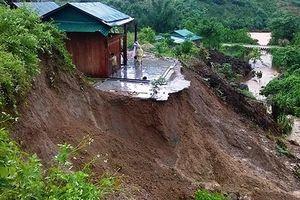 Các tỉnh Bắc Bộ tiếp tục mưa lớn, 2 người chết do sạt lở đất, lũ cuốn