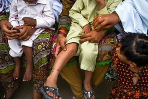 Cuộc khủng hoảng HIV bao trùm ở Pakistan nghi do tái sử dụng kim tiêm