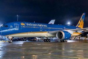 Hỗ trợ một hành khách nối chuyến, VietnamAirlines delay 30 phút khiến 200 khách phải chờ