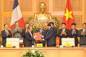 Thủ tướng Nguyễn Xuân Phúc dự lễ ký hợp tác giữa Văn phòng Chính phủ với AFD, tiếp Tỉnh trưởng Vân Nam (Trung Quốc)
