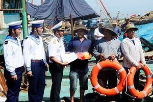 Phát động chương trình Hải quân Việt Nam làm điểm tựa cho ngư dân vươn khơi bám biển