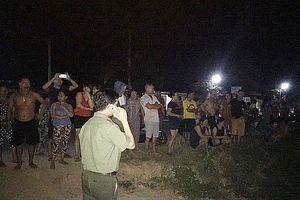 Hà Tĩnh: Hàng trăm người đổ ra bờ sông trong đêm phản đối 'cát tặc'