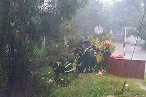 Kịp thời giải cứu 2 cha con bị nước cuốn trôi khi trú mưa trong ống cống