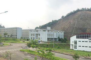 Trường học hàng trăm tỷ bỏ hoang