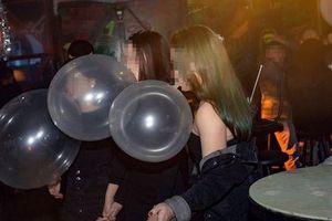 Hà Nội cấm sử dụng bóng cười trong giải trí